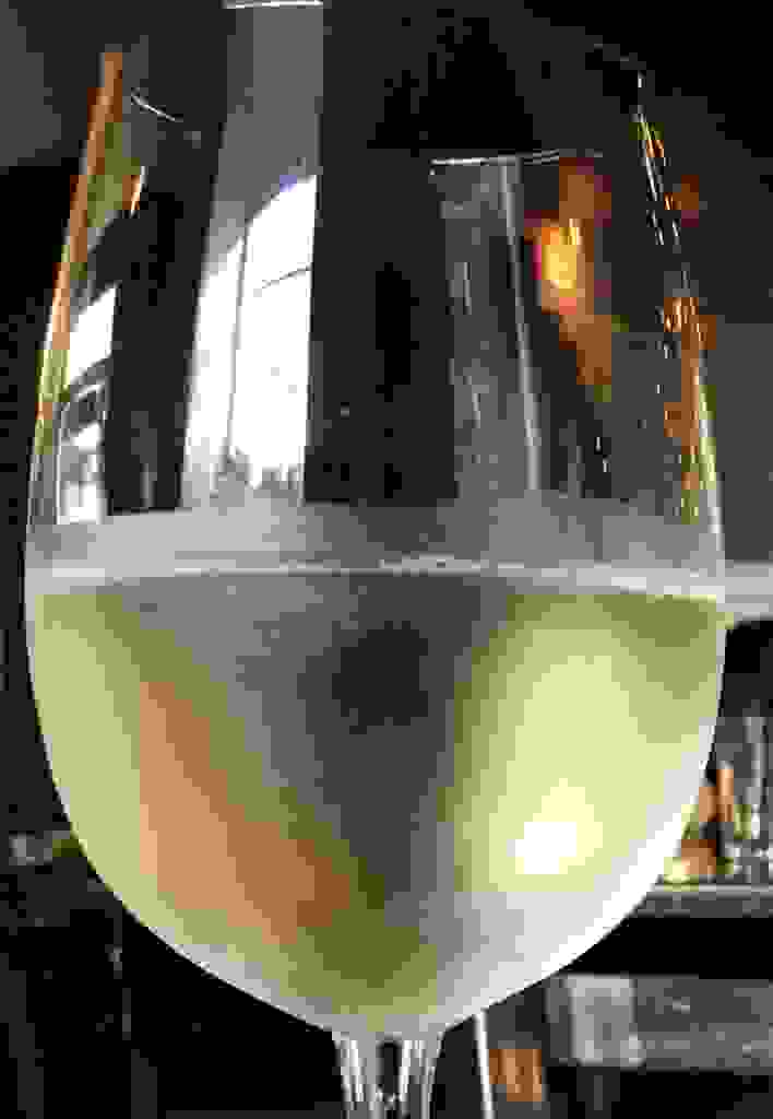 Wineglass Captures the World Around