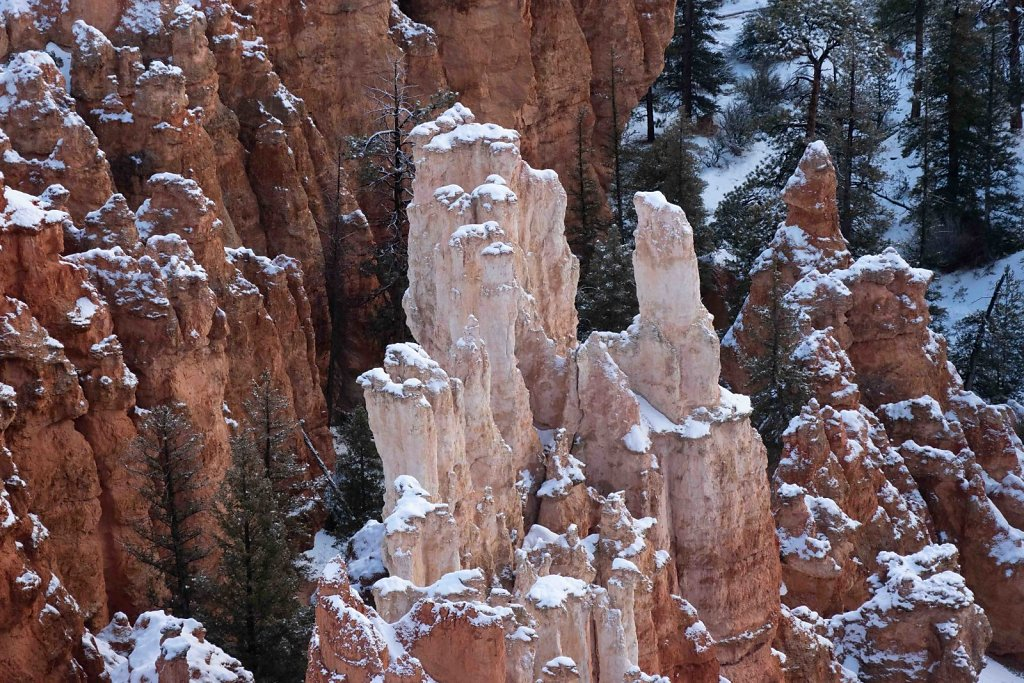 Hoodoos light and dark