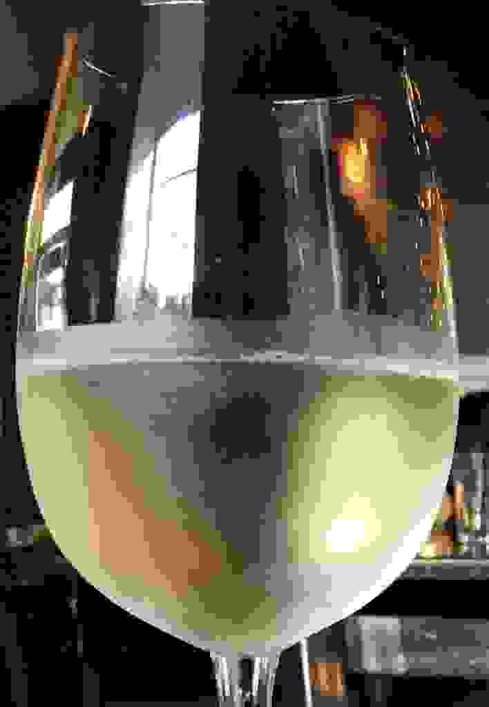 Wineglass Captures the World Around