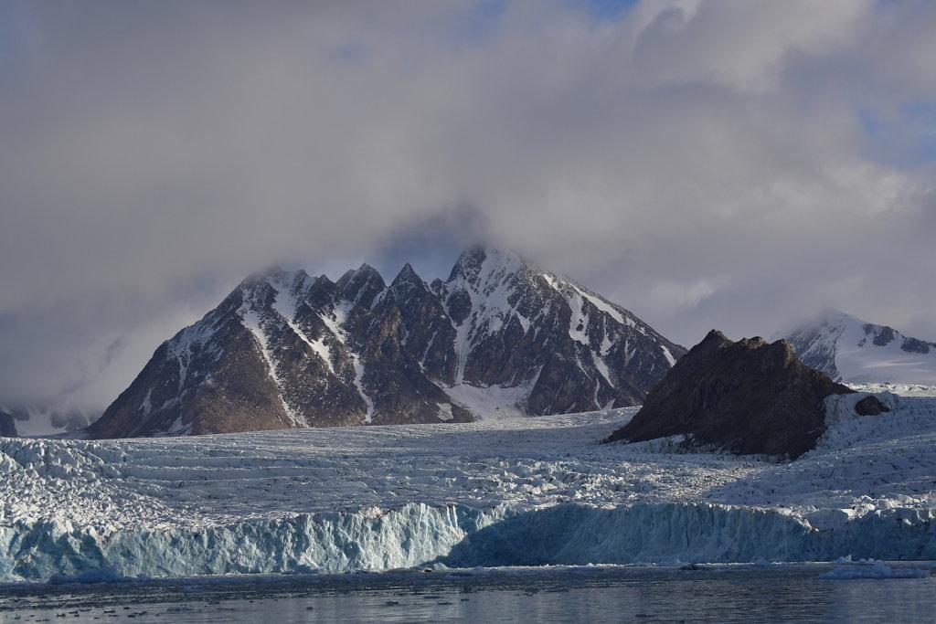 Calving iceberg lookout
