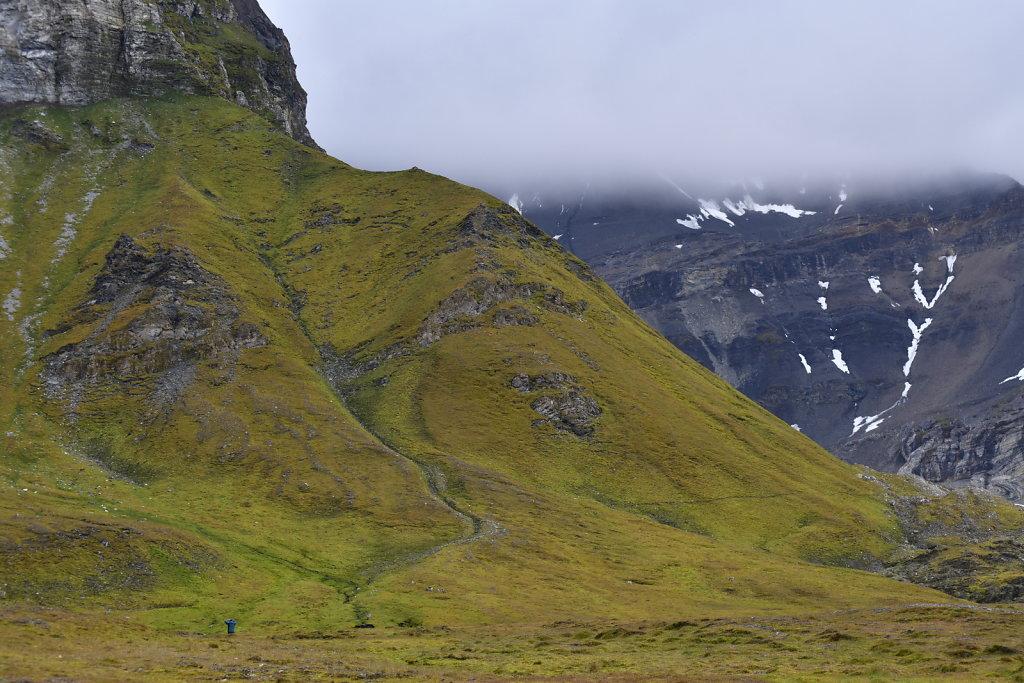 Mountain hiking, inland