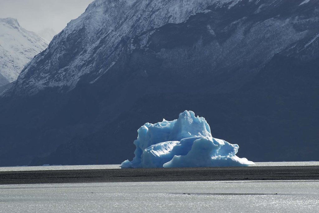 Calved iceberg in Lago (Lake) Grey