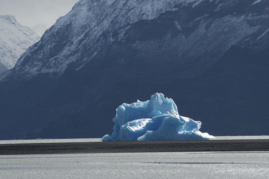 Calved iceberg in Lago (Lake) Grey
